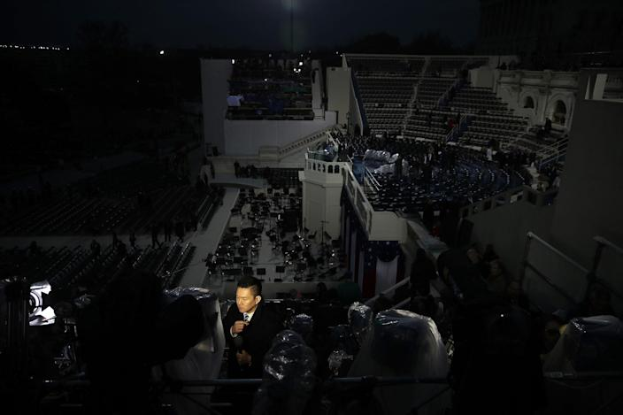 <p>Members of the media report from the West Front of the U.S. Capitol on January 20, 2017 in Washington, DC. (Photo: Drew Angerer/Getty Images) </p>
