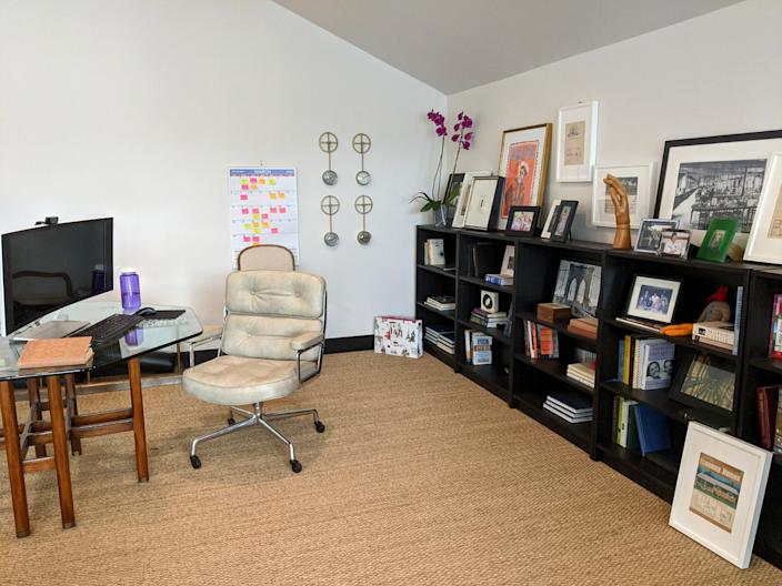 """<h1 class=""""title"""">Laura Umansky</h1> <div class=""""caption""""> Laura Umansky's work-from-home setup, where the Houston-based designer is currently running her business remotely. </div>"""
