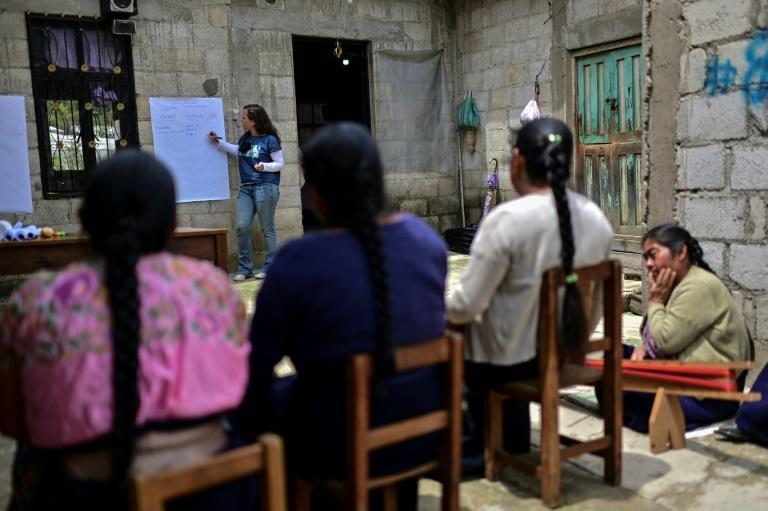 Daniela Gremion of the Fabrica Social project holds a fair trade workshop for Mexican weavers in Zinacantan (AFP/PEDRO PARDO)