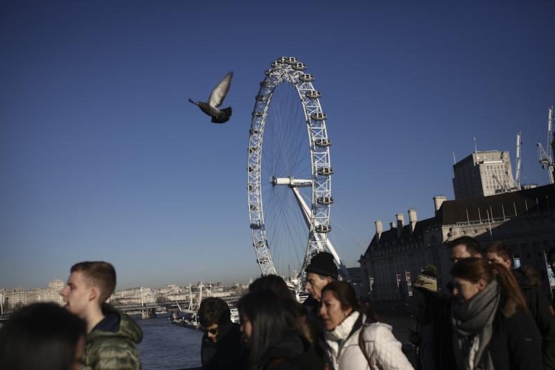 U.K. Faster Indicators for May Paint Positive Picture for Economy