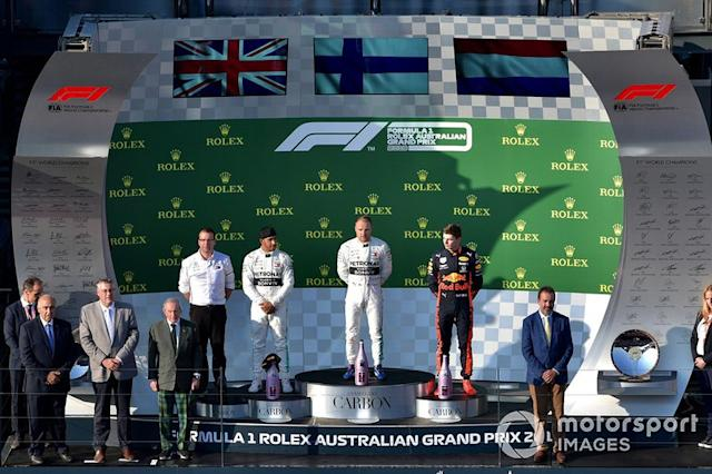 """Lewis Hamilton, Mercedes AMG F1 Valtteri Bottas, Mercedes AMG F1, y Max Verstappen, Red Bull Racing <span class=""""copyright"""">Jerry Andre / Motorsport Images</span>"""