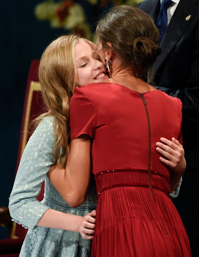 Spain's Princess Leonor is embraced by her mother, Spain's Queen Letizia, after delivering her speech during the 2019 Princess of Asturias Awards' ceremony at Campoamor Theatre in Oviedo, Spain October 18, 2019. REUTERS/Eloy Alonso