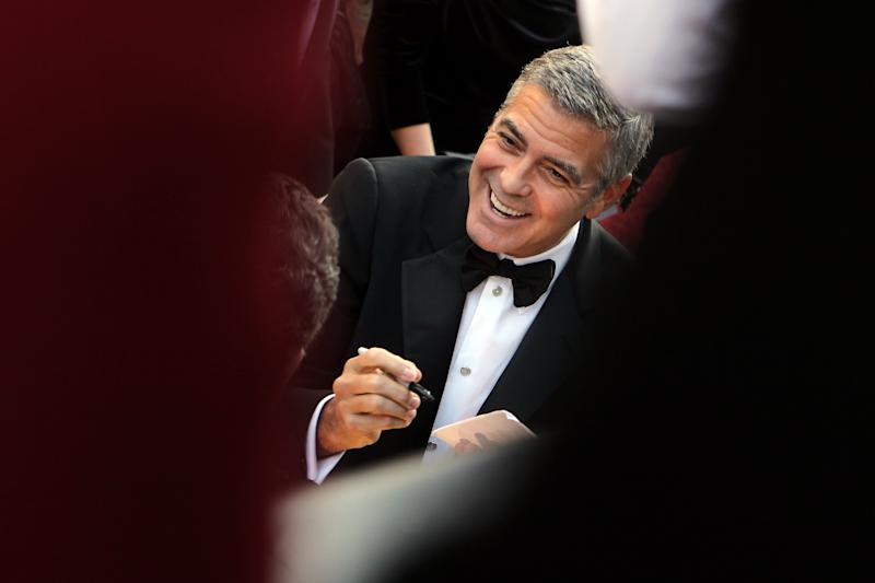 UGeorge Clooney arrives before the 84th Academy Awards on Sunday, Feb. 26, 2012, in the Hollywood section of Los Angeles. (AP Photo/=220100312Name=)