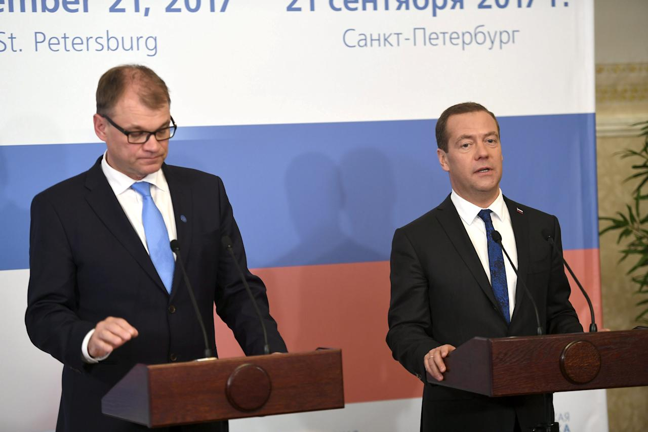 Finnish Prime Minister Juha Sipila (L) meets his Russian counterpart Dimitri Medvedev during a news conference in Saint Petersburg, Russia September 21, 2017.  Lehtikuva/Martti Kainulainen via REUTERS ATTENTION EDITORS - THIS IMAGE WAS PROVIDED BY A THIRD PARTY. NO THIRD PARTY SALES. NOT FOR USE BY REUTERS THIRD PARTY DISTRIBUTORS. FINLAND OUT. NO COMMERCIAL OR EDITORIAL SALES IN FINLAND.