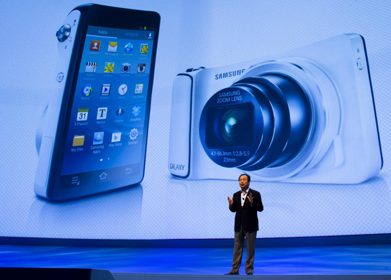 JK Shin, President of IT & Mobile Communications Division at Samsung Electronics unveils the new Galaxy Camera at a Samsung event in Berlin, Wednesday, Aug. 29, 2012. (AP Photo/Markus Schreiber)