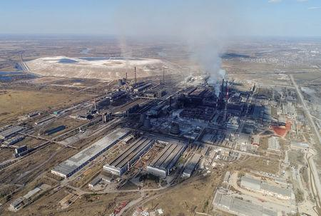 FILE PHOTO: An aerial view shows the Rusal Achinsk Alumina Refinery, near the Siberian town of Achinsk, Krasnoyarsk region, Russia April 29, 2018. Picture taken April 29, 2018.  REUTERS/Ilya Naymushin/File Photo