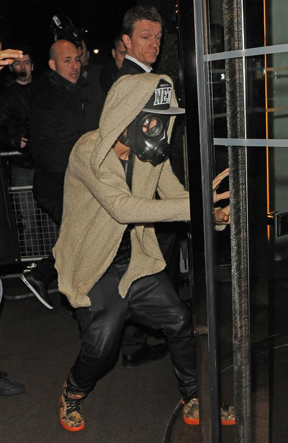 Is Justin Bieber Losing it? The Teen Heartthrob Posts Twitter Rant Before Stepping Out In Bizarre Gas Mask