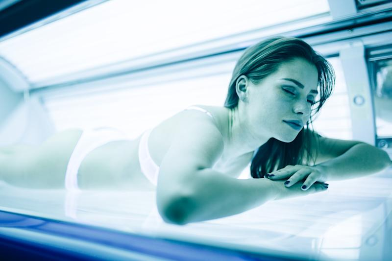 Study Finds Mothers Introduce Teens To Tanning Beds