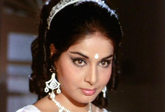 Their marriage further deteriorated during the filming of Gulzar's movie, <em>Aandhi</em>. Rakhee was accompanying her husband, along with the crew, to outdoor shoot in Kashmir. One evening, after dinner, Rakhee found Gulzaar leading Suchitra Sen to her room. This got Rakhee suspicious and she confronted the director. An irked Gulzaar struck Rakhee, which left her traumatized.