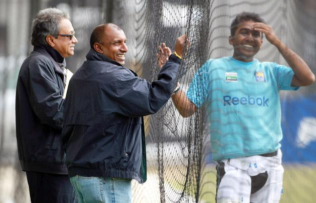 LONDON, ENGLAND - JUNE 02:  Mahela Jayawardene of Sri Lanka has a chat with formwr player Aravinda Da Silva of Sri Lanka during the Sri Lanka nets session at Lord's Cricket Ground on June 2, 2011 in London, England.  (Photo by Tom Shaw/Getty Images)