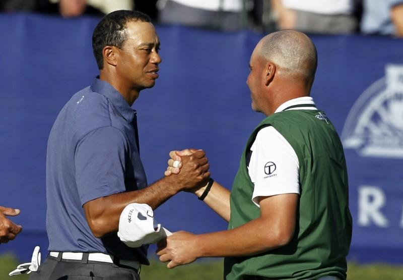 Tiger Woods (L) of the U.S. shakes hands with playing partner Rocco Mediate of the U.S. on the 18th green as they completed second round play on Torrey Pines South course during the Farmers Insurance Open PGA golf tournament in San Diego
