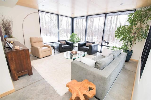 <p><span>50516 Range Road 225, Rural Leduc County, Alta.</span><br> The floors are polished concrete, and the windows stretch from floor to ceiling.<br> (Photo: Zoocasa) </p>