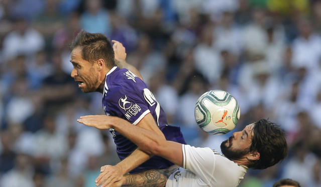 Real Madrid's Isco, right, vies for the ball with Valladolid's Michel during the Spanish La Liga soccer match between Real Madrid and Valladolid at the Santiago Bernabeu stadium in Madrid, Spain, Saturday, Aug. 24, 2019. (AP Photo/Paul White)