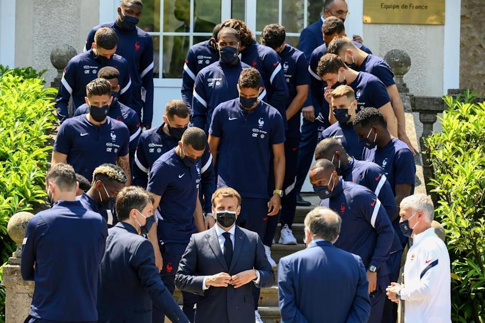 French president Emmanuel Macron gets lunch with the national team. All hands where he could see them too.