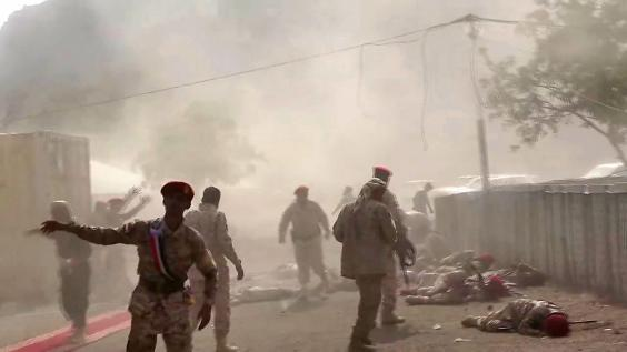 This AFPTV screen grab from a video made on August 1, 2019, shows Yemeni security forces rushing at the scene of a missile attack on a military camp west of Yemen's government-held second city Aden (Nabil HASAN / AFP)