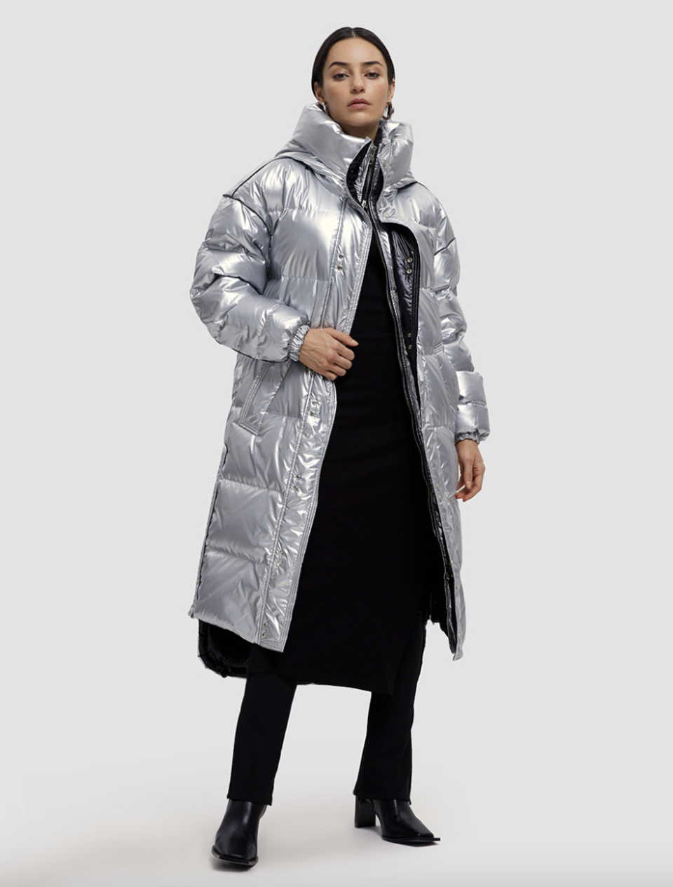 Lattelier Maxi Shiny Puffer Jacket in silver with black boots