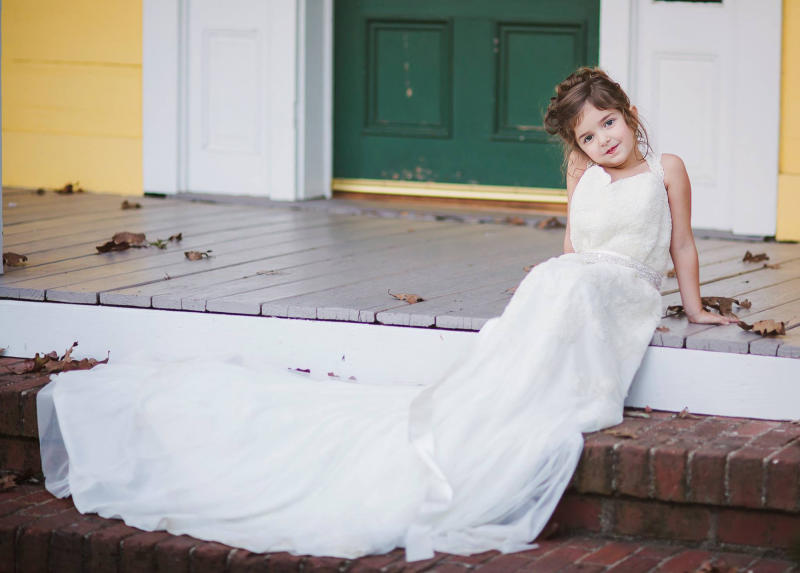 102880f837d North Carolina 4-Year-Old Wears Late Mom s Wedding Dress in Touching  Photoshoot   It Was a Beautiful Moment