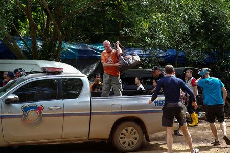 FILE PHOTO: British caver Vernon Unsworth (C) gets out of a pick up truck near the Tham Luang cave complex, where 12 boys and their soccer coach are trapped, in the northern province of Chiang Rai, Thailand, July 5, 2018.  REUTERS/Panu Wongcha-um/File Photo