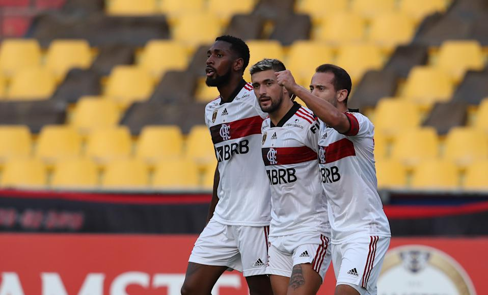 (L to R) Brazil's Flamengo midfielders Gerson, Uruguayan Giorgian De Arrascaeta and Everton Ribeiro celebrate after scoring against Ecuador's Barcelona during their closed-door Copa Libertadores group phase football match at the Monumental Banco Pichincha stadium in Guayaquil, Ecuador, on September 22, 2020, amid the COVID-19 novel coronavirus pandemic. (Photo by Dolores Ochoa / POOL / AFP) (Photo by DOLORES OCHOA/POOL/AFP via Getty Images)