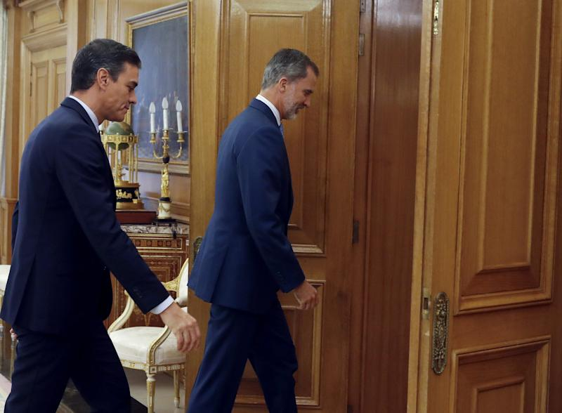 Spanish acting Prime Minister Pedro Sanchez (L) meets King Felipe VI of Spain (R) on September 17, 2019 at the Zarzuela Palace in Madrid, before a meeting in an eleventh-hour bid to form a government. (Photo by Andres BALLESTEROS / POOL / AFP) (Photo credit should read ANDRES BALLESTEROS/AFP/Getty Images)