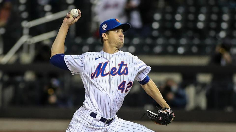 Jacob deGrom Mets delivers pitch at Citi Field at night wearing No. 42 in April 2021