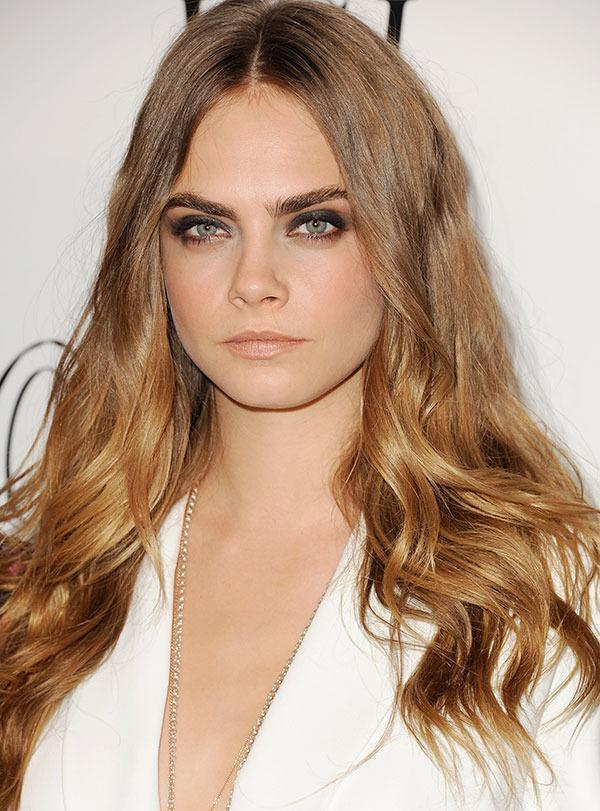 <br>As long as we've known Cara Delevinge she's hasn't really deviated too far from blonde - sometimes bronde - locks however now it seems she may have gone for a an extreme makeover.
