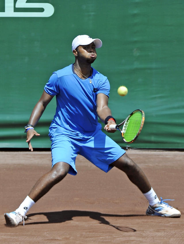 Donald Young returns a shot to Fernando Verdasco, of Spain, in the quarterfinals of the U.S. Men's Clay Court Championship Friday, April 11, 2014, in Houston. Verdasco won 7-6, 6-1 to advance to the semifinals. (AP Photo/Pat Sullivan)