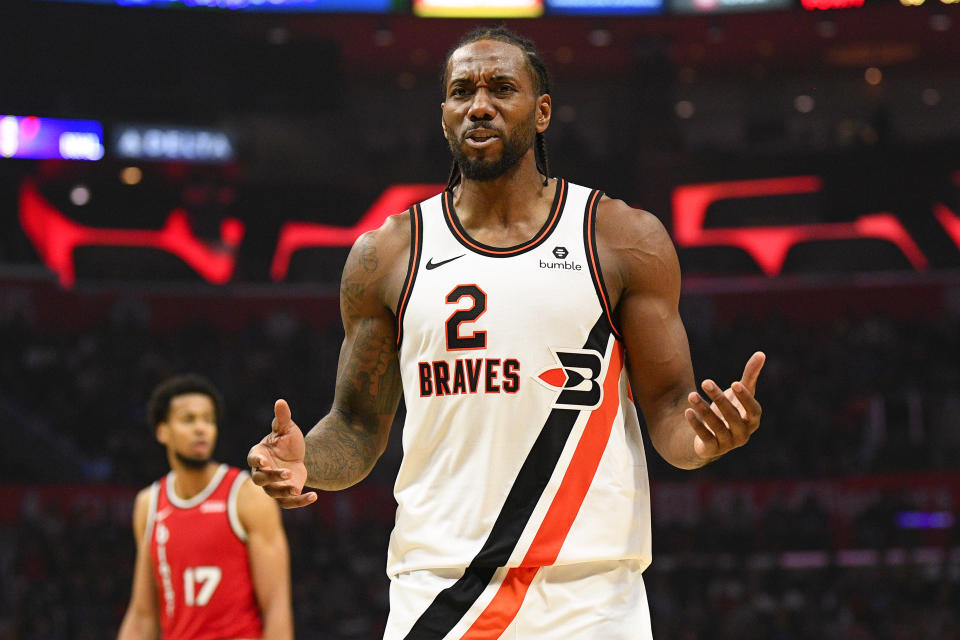 LOS ANGELES, CA - NOVEMBER 07: Los Angeles Clippers Forward Kawhi Leonard (2) argues with an official during a NBA game between the Portland Trailblazers and the Los Angeles Clippers on November 7, 2019 at STAPLES Center in Los Angeles, CA. (Photo by Brian Rothmuller/Icon Sportswire via Getty Images)