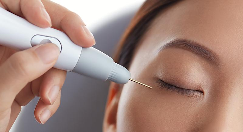 Browhaus' Plasma Eye Lift spot applicator. (PHOTO: Browhaus)