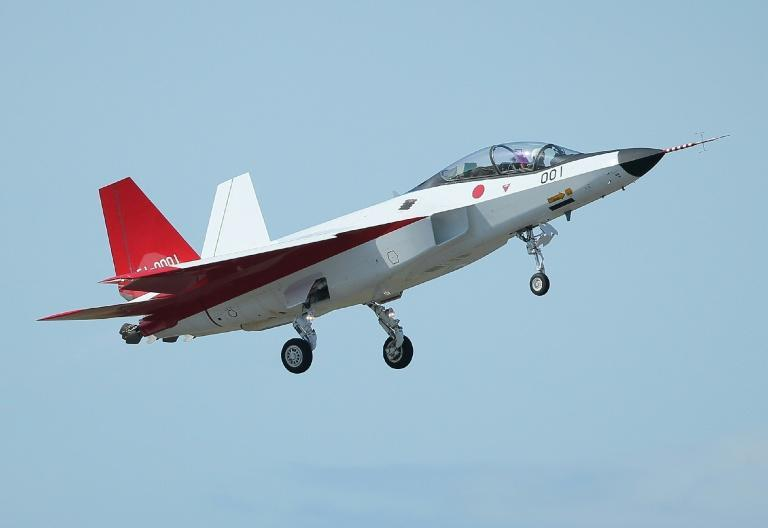 The X-2 advanced technological demonstrator plane of the Japanese Air Self-Defence Force takes off at Komaki Airport in Komaki, Aichi prefecture on April 22, 2016