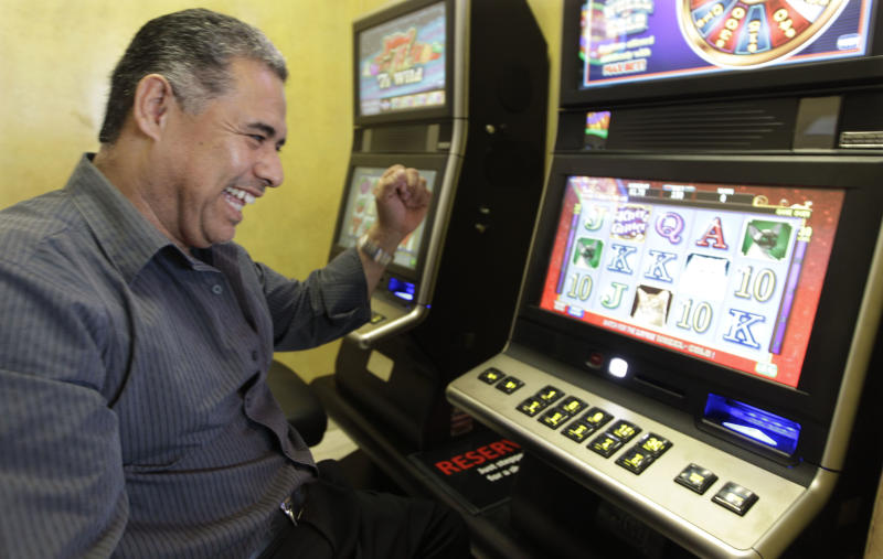 Video gambling goes live at 65 Ill. bars, eateries