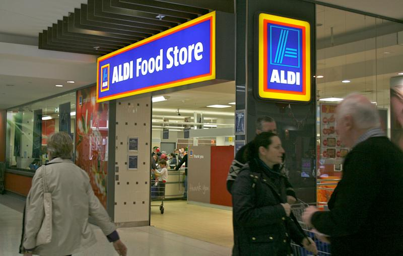 Aldi customers in a shopping centre at the Maroubra Junction in Sydney, Australia, 19 July 2015. German supermarket chain Aldi is expanding with now even more stores in the country. The competition has even tried taking a swipe at the chain's reputation, without success. Photo: Photo:Frank Walker/dpa | usage worldwide (Photo by Frank Walker/picture alliance via Getty Images)