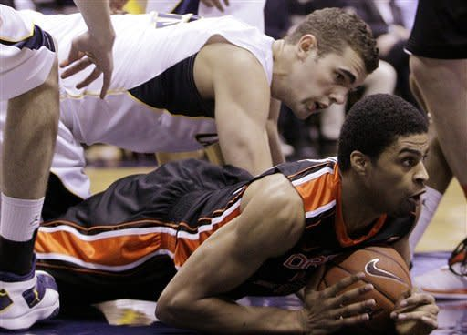 Oregon State's Devon Collier, bottom, keeps the ball from California's Harper Kamp during the first half of an NCAA college basketball game on Saturday, Feb. 18, 2012, in Berkeley, Calif. (AP Photo/Ben Margot)
