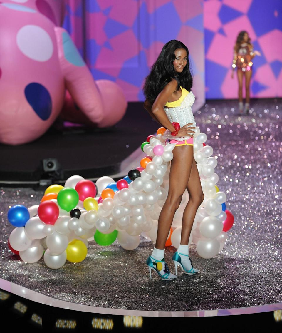 <p>And then came the dress made out of balloons. Just wow. [Photo: Getty] </p>