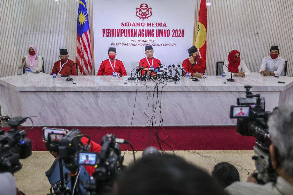 Umno president Datuk Seri Ahmad Zahid Hamidi (centre) said he had received unanimous support to call for an election as soon as the Emergency is lifted. ― Picture by Hari Anggara