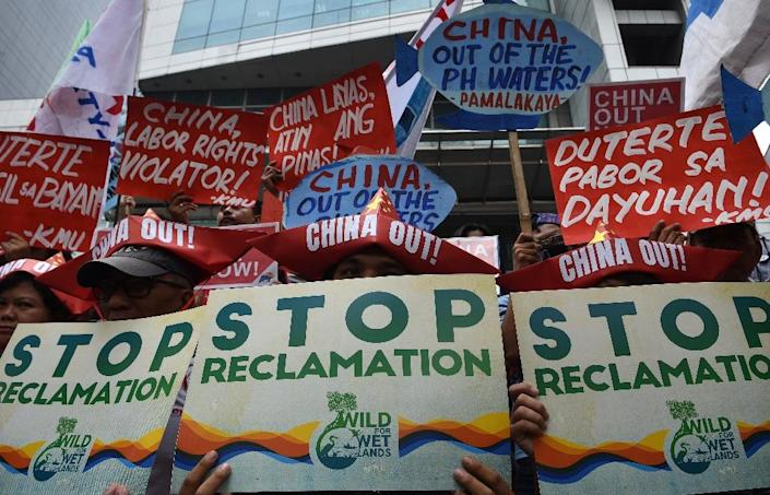 Activists protest in front of the Chinese consulate in Manila against Beijing's claims in the South China Sea (AFP Photo/TED ALJIBE)