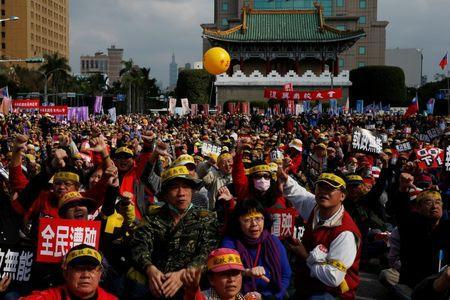 Protesters attend a rally against the overhaul of the military and civil service pension funds, outside the Presidential Office in Taipei,Taiwan January 22, 2017. REUTERS/Tyrone Siu