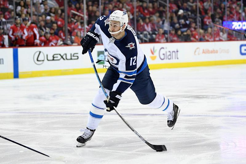 Flyers acquire Jets F Hayes for 5th-Rd pick