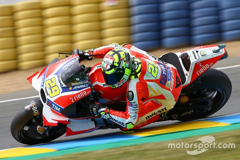 """#29 Andrea Iannone<span class=""""copyright"""">Gold and Goose / Motorsport Images</span>"""