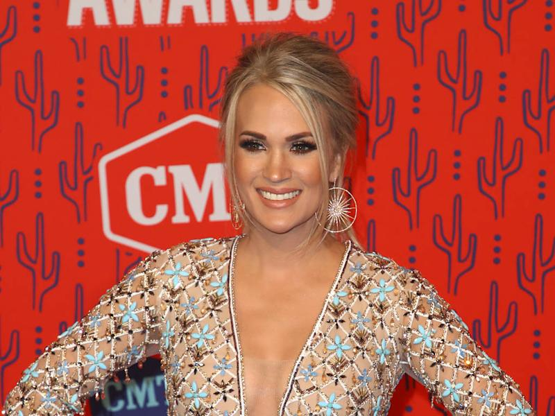Carrie Underwood turns household chores into a quick workout