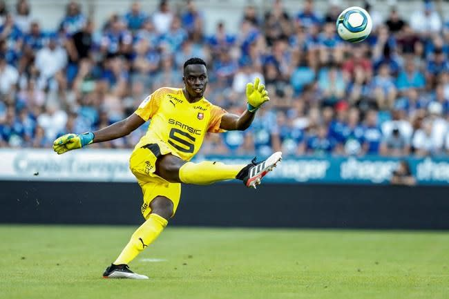 Chelsea signs goalkeeper Mendy after Kepa's costly mistakes