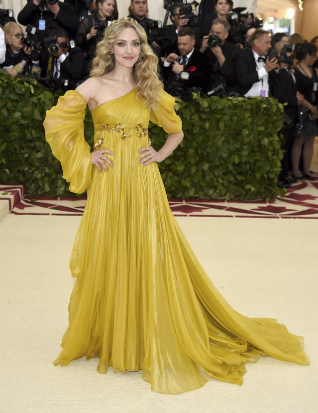 <p>Seyfried looked like a Renaissance princess in a golden-yellow Prada gown. (Photo: AP) </p>