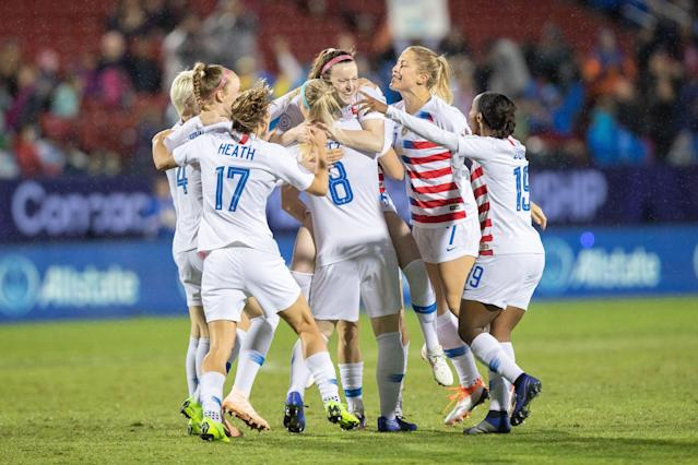 U.S. players including Tobin Heath (17), Abby Dahlkemper (7) and Julie Ertz (8) celebrate with Rose Lavelle (16) after her goal in the CONCACAF women's championship gold medal game against Canada. (Getty)