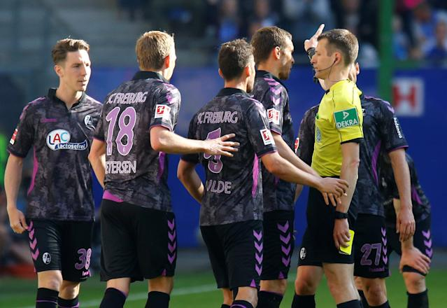Soccer Football - Bundesliga - Hamburger SV vs SC Freiburg - Volksparkstadion, Hamburg, Germany - April 21, 2018 SC Freiburg's Caglar Soyuncu is sent off by referee Benjamin Cortus REUTERS/Morris Mac Matzen DFL RULES TO LIMIT THE ONLINE USAGE DURING MATCH TIME TO 15 PICTURES PER GAME. IMAGE SEQUENCES TO SIMULATE VIDEO IS NOT ALLOWED AT ANY TIME. FOR FURTHER QUERIES PLEASE CONTACT DFL DIRECTLY AT + 49 69 650050