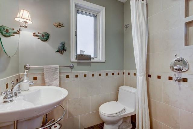 <p><span>378 Cleveland St., Toronto, Ont.</span><br> There are also two bathrooms in the home.<br> (Photo: Zoocasa) </p>