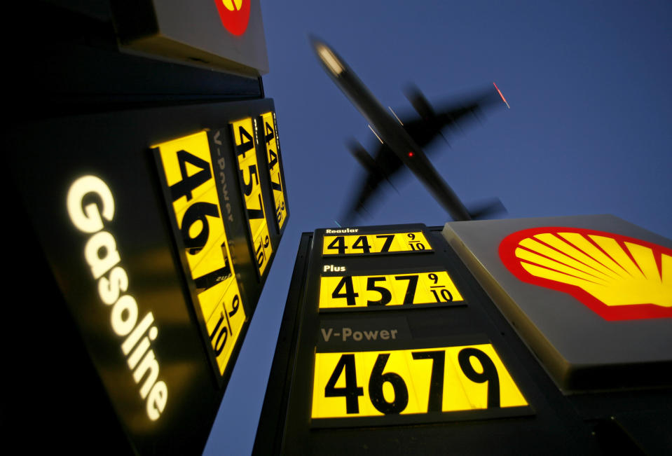 Gasoline prices are advertised at a gas station near Lindbergh Field as a plane approaches to land in San Diego, California June 1, 2008. REUTERS/Mike Blake      (UNITED STATES)