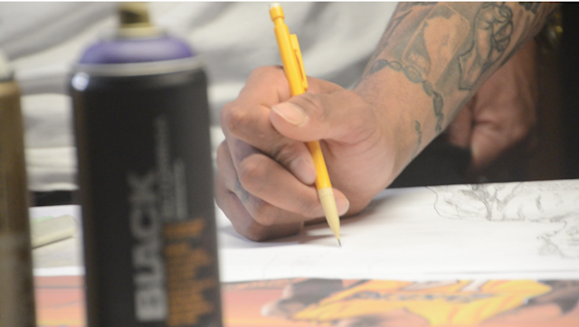 Ingram sketches a design. (Jackie Bamberger/Yahoo Sports)