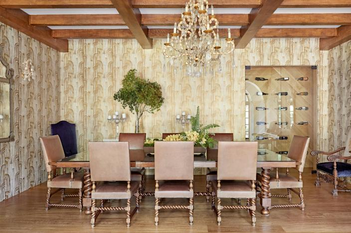"<div class=""caption""> The dining room receives a pop of whimsy from the <a href=""https://www.kellywearstler.com/"" rel=""nofollow noopener"" target=""_blank"" data-ylk=""slk:Kelly Wearstler"" class=""link rapid-noclick-resp"">Kelly Wearstler</a> wallpaper. The dining room table is from <a href=""https://dosgallos.com/"" rel=""nofollow noopener"" target=""_blank"" data-ylk=""slk:Dos Gallos"" class=""link rapid-noclick-resp"">Dos Gallos</a> with chairs from <a href=""https://www.ebanista.com/"" rel=""nofollow noopener"" target=""_blank"" data-ylk=""slk:Ebanista"" class=""link rapid-noclick-resp"">Ebanista</a>. The chandelier is another custom piece from Farahan. </div>"
