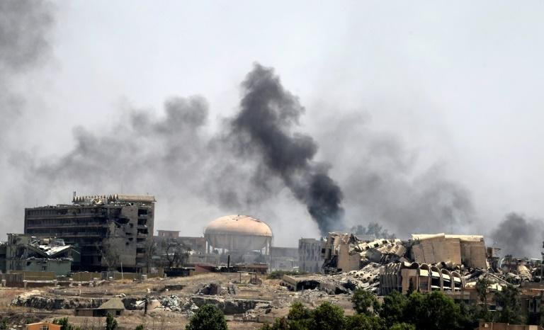 Smoke billows near Al-Shifa hospital in west Mosul on May 30, 2017 during battles between Iraqi forces to retake the city from Islamic State group fighters