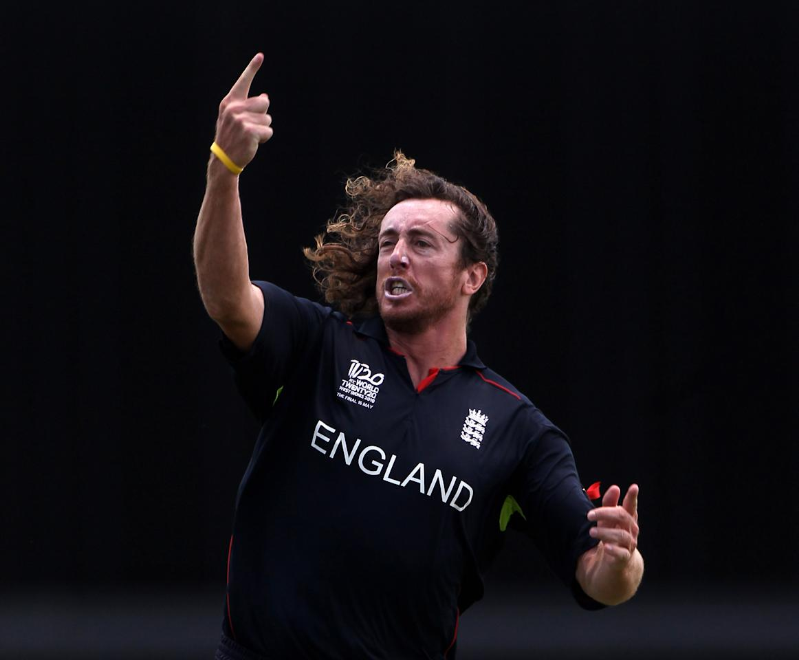 BRIDGETOWN, BARBADOS - MAY 16:  Ryan Sidebottom of England celebrates the wicket of Shane Watson  during the final of the ICC World Twenty20 between Australia and England played at the Kensington Oval on May 16, 2010 in Bridgetown, Barbados.  (Photo by Julian Herbert/Getty Images)